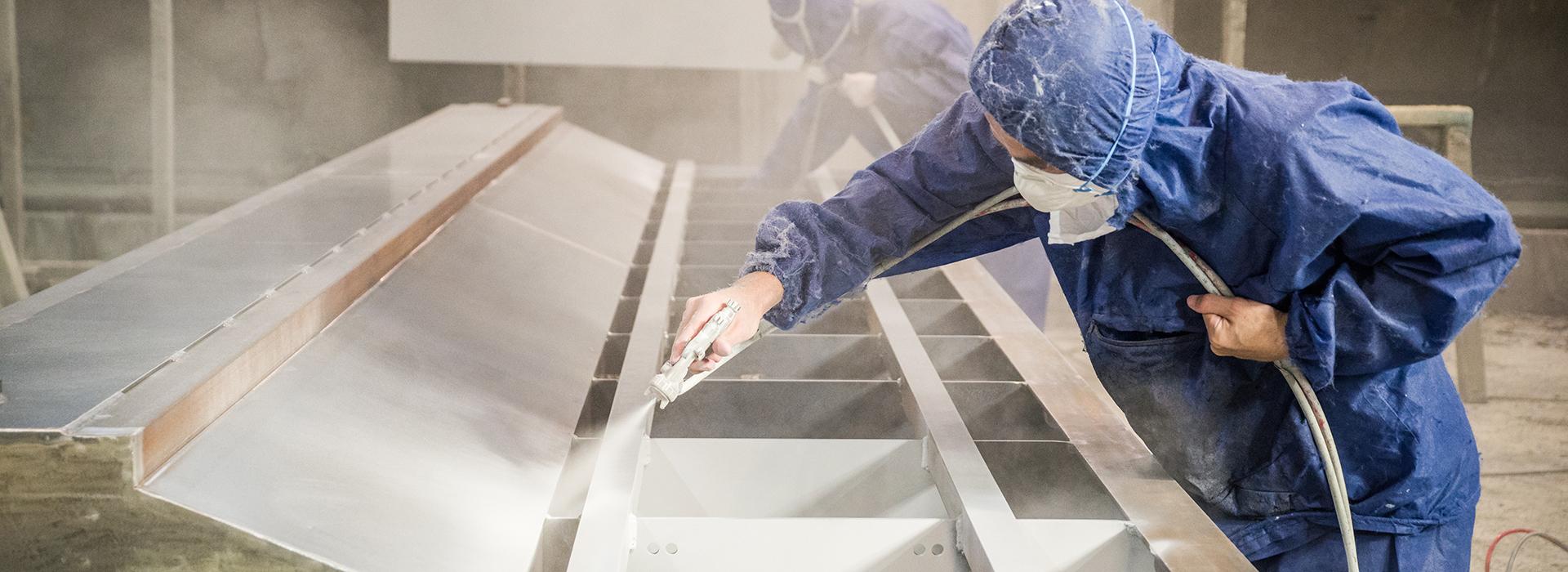 大型機械フレーム塗装も<br>自社で一貫生産